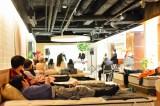 客席はなんと高級ベッド! 寝具の製造・販売を行うスリープセレクト主催でユニークなクリスマスコンサート『ベッドルームコンサート2015』が開催 (C)oricon ME inc.