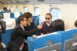 新幹線の車中でも鉄道談議で大盛り上がり(C)テレビ朝日