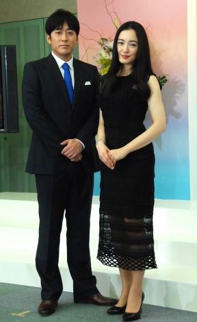 『第57回 輝く!日本レコード大賞』記者会見に出席した(左から)安住紳一郎、仲間由紀恵 (C)ORICON NewS inc.