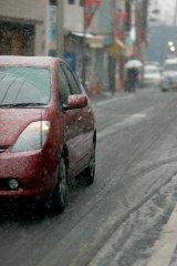 ノーマルタイヤでの雪道走行はとても危険。もし対策をとらずに事故が起きた場合、保険は適用されるのか?