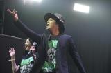 「COUNTDOWN JAPAN 15/16」に出演した(左から)清清野菜名&桐谷健太