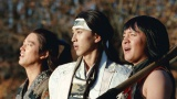 AIがau 三太郎シリーズ「みんながみんな英雄」篇に楽曲提供をした。写真は(左から)桐谷健太、松田翔太、濱田岳