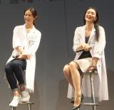 フジテレビ系ドラマ『フラジャイル』の試写会に登壇した(左から)武井咲、小雪 (C)ORICON NewS inc.