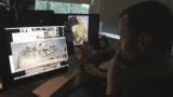 ミレニアム・ファルコン号のシーンの仕上がりをチェック中(C)NHK
