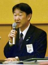 北海道新幹線開業に伴う各種割引切符の改定について説明するJR北海道の担当者=5日午後、札幌市中央区