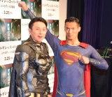 バットマン&スーパーマンに扮して登場した(左から)川崎宗則選手、槙野智章選手 (C)ORICON NewS inc.