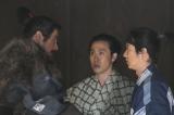 大河ドラマ『真田丸』第1回「船出」より。  昌幸は息子たちに真田の心を伝える(C)NHK