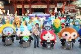 神田明神に初詣した日野晃博社長(中央)とジバニャンらキャラクター