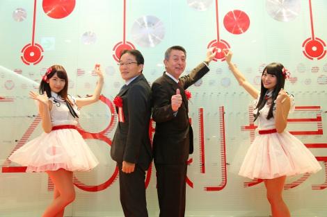 「NGT48劇場」オープニングセレモニーに参加した(左から)柏木由紀、三井不動産の広川義浩執行役員、篠田昭新潟市長、北原里英 (C)AKS