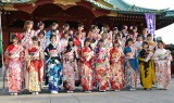 過去最多32人が参加した「AKB48グループ成人式記念撮影会」(11日=東京・神田明神) (C)ORICON NewS inc.