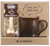ル・クルーゼジャポンが初めて展開する、マグカップとチョコレートのバレンタインセット(税抜3500円)