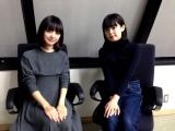 青柳文子(右)と番組MC・梅澤亜季(左) (C)ORICON NewS inc.