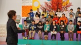 子どもたちの質問に答える田村淳(ロンドンブーツ1号2号)(C)テレビ東京