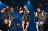 「バキュームです」 Perfumeを完コピした(左から)森カンナ、吉高由里子、ハリセンボン・近藤春菜