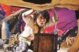 『TOO YOUNG TO DIE!若くして死ぬ』に出演する神木隆之介。写真は地獄農業高校で特訓を受ける様子