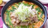 粉ゼラチンを加えるだけで、おいしく減塩できちゃう! 写真は料理家・西山京子さん考案の豚キムチコラーゲン鍋