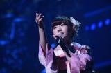 アンコールで新曲を歌った岩佐美咲 (C)AKS