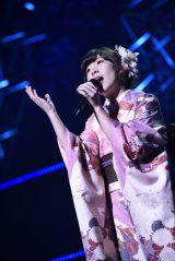 『AKB48単独リクエストアワー セットリストベスト100 2016』アンコールで新曲を歌った岩佐美咲(C)AKS