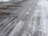 路面凍結時の運転は要注意。過去には死亡事故も発生している