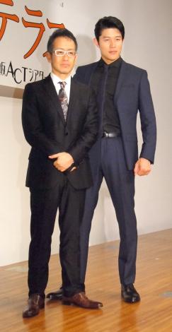 舞台『ライ王のテラス』製作発表会に出席した(左から