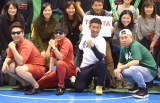 プロバスケットボールリーグ『NBL』のトヨタ自動車アルバルク東京VSレバンガ北海道にゲストとして出席した(左から)8.6秒バズーカー、麒麟・田村裕、レイザーラモンRG (C)ORICON NewS inc.