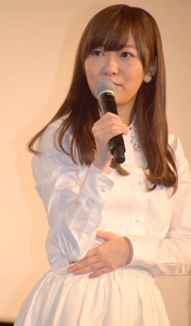 白ワンピース姿で登壇した指原莉乃監督 (C)ORICON NewS inc.