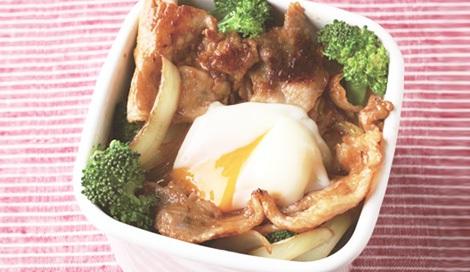 のっけて重ねるだけでOKなお気楽、脱力系のお弁当「おべんと丼」