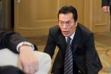 撮影初日から土下座…ドラマ『お義父さんと呼ばせて』場面カットより (C)関西テレビ