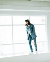 『mini』3月号の表紙とファッションページに登場した小松菜奈(C)宝島社