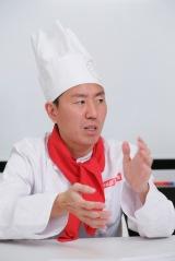 「大覚寺カフェ」バレンタイン特別イベント用試食会に出席したチュートリアル福田充徳