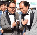 『M-1グランプリ2015 優勝記念「ファミマプレミアムチキン 1000本贈呈式」』に出席したトレンディエンジェル (左から)たかし、斎藤司 (C)ORICON NewS inc.