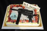 橋本環奈を祝う機関銃のケーキが登場