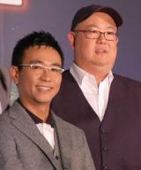 意気投合していた(左から)八嶋智人、ピーター・ソーン監督 (C)ORICON NewS inc.