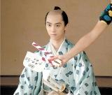仙台藩主の役で登場する羽生選手(C)2016「殿、利息でござる!」製作委員会
