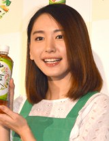 『健康十六茶cafe ROKUZOU ROPPU YON-MIKAKU』一日店長を務めた新垣結衣 (C)ORICON NewS inc.