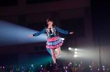 宮脇咲良もフライングで空中遊泳(C)AKS