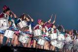 「アイドルの王者」ではドラムパフォーマンスを披露『HKT48春のライブツアー 〜サシコ・ド・ソレイユ 2016〜』初日公演より(C)AKS