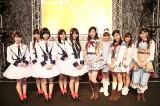 SKE48(右半分)が新潟で握手会を開催しNGT48(左半分)が駆けつけた