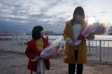 手嶌葵「明日への手紙」MVに出演した(左から)平澤宏々路、有村架純