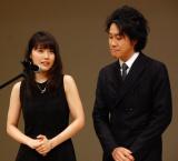 来年の司会を務める(左から)有村架純、大泉洋=『第58回ブルーリボン賞』授賞式 (C)ORICON NewS inc.