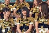 新公演で小嶋陽菜(右)とユニットを組んだことを喜ぶ島崎遥香(左) (C)ORICON NewS inc.