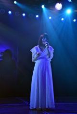 「月と水鏡」を裸足で歌う横山由依=AKB48チームA7th『M.T.に捧ぐ』公演(C)ORICON NewS inc.