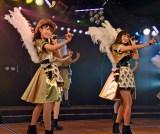 (左から)宮脇咲良、小嶋陽菜=AKB48チームA7th『M.T.に捧ぐ』公演初日より (C)ORICON NewS inc.