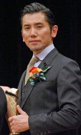 『2015年 第89回キネマ旬報ベスト・テン』で助演男優賞を受賞した本木雅弘 (C)ORICON NewS inc.
