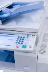 アクサ損保は、ファミリーマートのマルチコピー機を活用した見積もりサービスを開始(写真はイメージ)