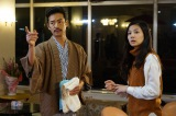 一人で失踪した生徒の行方を探す八重子(清水富美加)の前に、旅館に宿泊中の枝分(竹野内豊)が通りかかる(C)関西テレビ
