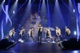 1万3000人の観客を熱狂させた iKON(左から)ドンヒョク、ユニョン、ジュネ、BOBBY、B.I、ジナン、チャヌ