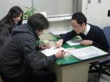 2月8日夜、婚姻届を提出したスパローズの森田&Kさん (C)TBS