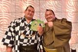 ライバルで親友の豊ノ島関(右)も出演(C)TBS