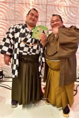 TBS系『炎の体育会TV』に出演した(左から)琴奨菊関、豊ノ島関(C)TBS